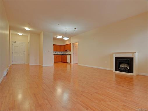 Photo 3: 206 360 Goldstream Avenue in VICTORIA: Co Colwood Corners Condo Apartment for sale (Colwood)  : MLS(r) # 372772