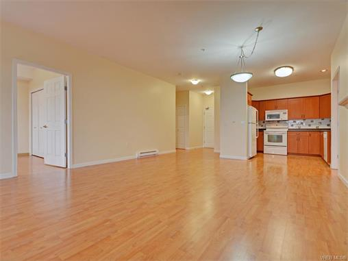 Photo 4: 206 360 Goldstream Avenue in VICTORIA: Co Colwood Corners Condo Apartment for sale (Colwood)  : MLS(r) # 372772