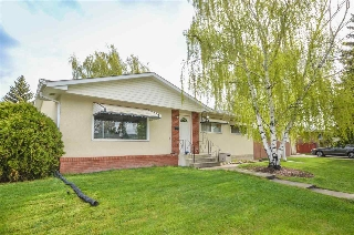 Main Photo: 5704 90A Avenue in Edmonton: Zone 18 House for sale : MLS(r) # E4064358