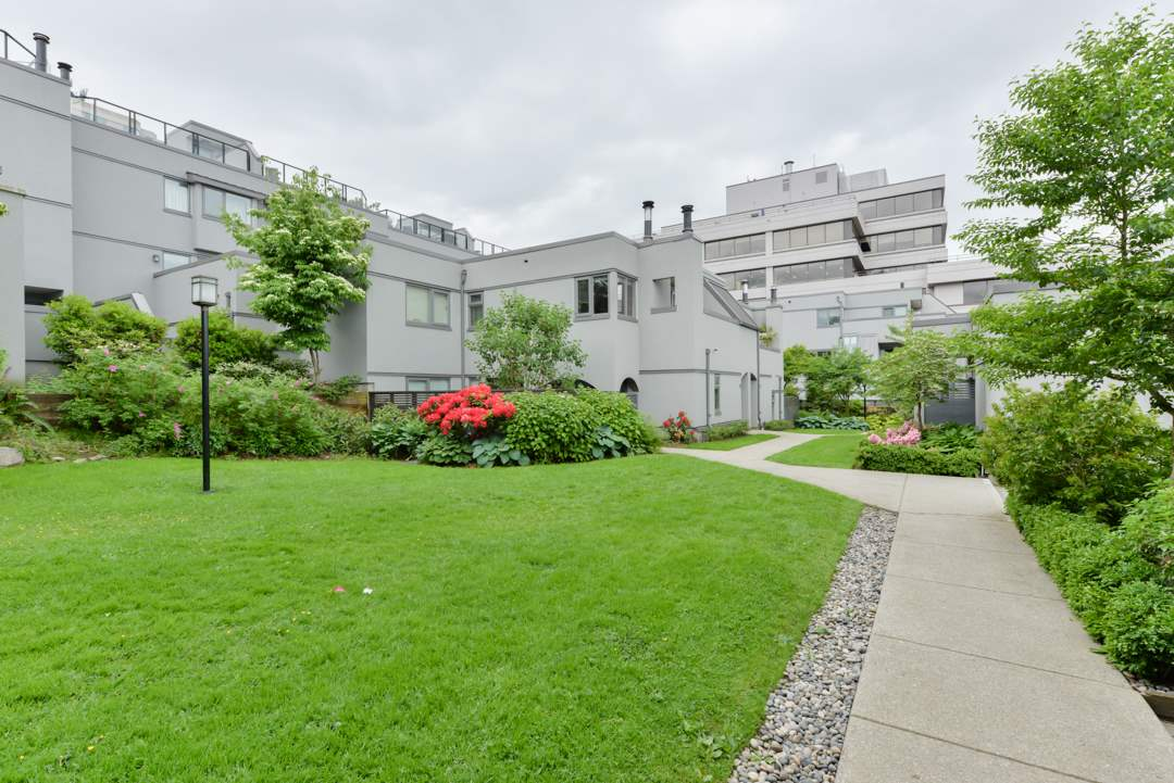Main Photo: 1363 W 8TH AVENUE in Vancouver: Fairview VW Townhouse for sale (Vancouver West)  : MLS® # R2173551