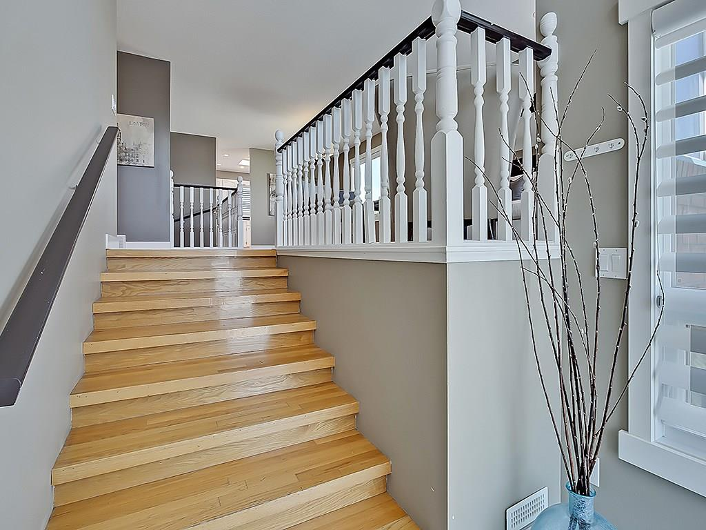 Photo 4: 31 WOODMONT Way SW in Calgary: Woodbine House for sale : MLS(r) # C4125485