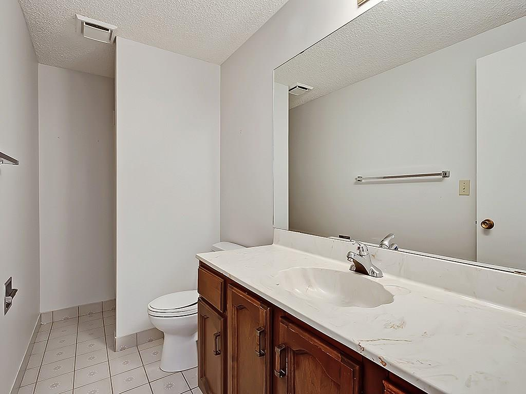 Photo 35: 31 WOODMONT Way SW in Calgary: Woodbine House for sale : MLS(r) # C4125485