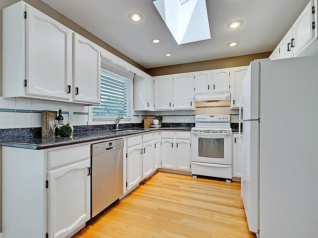 Photo 13: 31 WOODMONT Way SW in Calgary: Woodbine House for sale : MLS(r) # C4125485