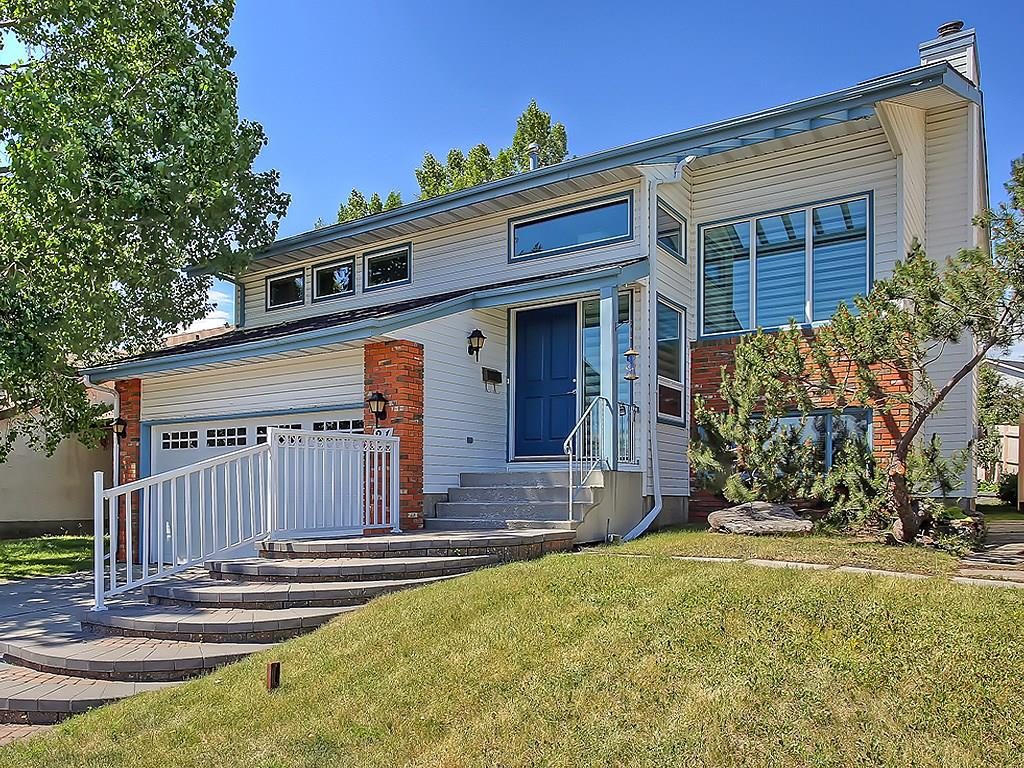 Photo 2: 31 WOODMONT Way SW in Calgary: Woodbine House for sale : MLS(r) # C4125485