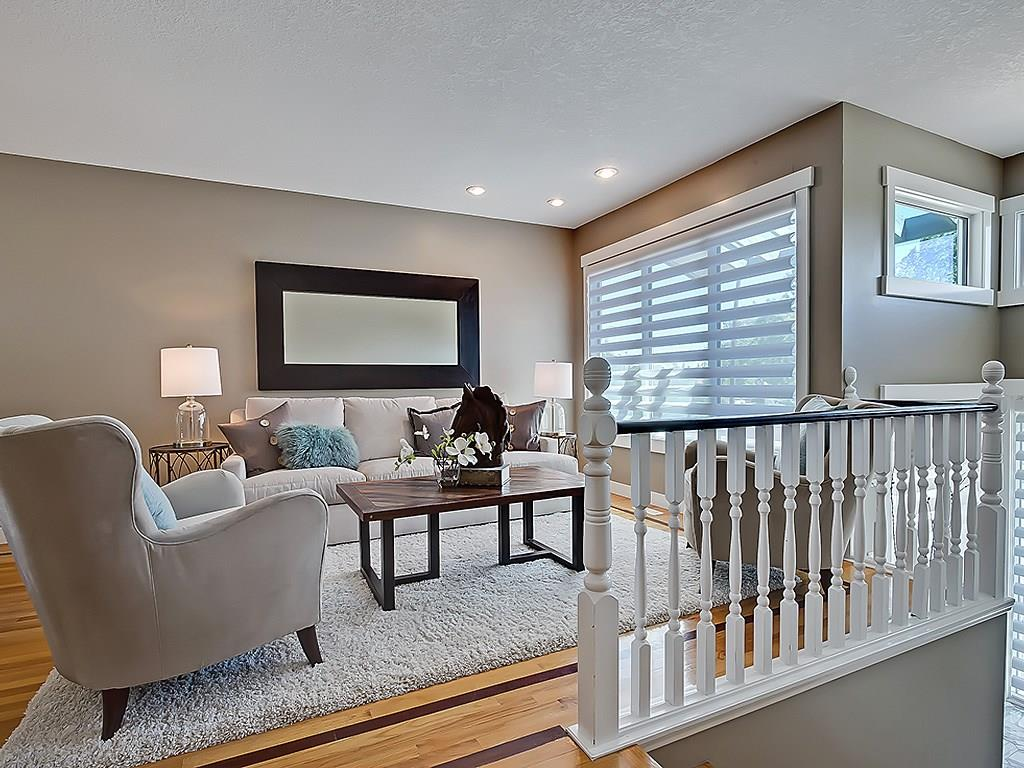 Photo 5: 31 WOODMONT Way SW in Calgary: Woodbine House for sale : MLS(r) # C4125485