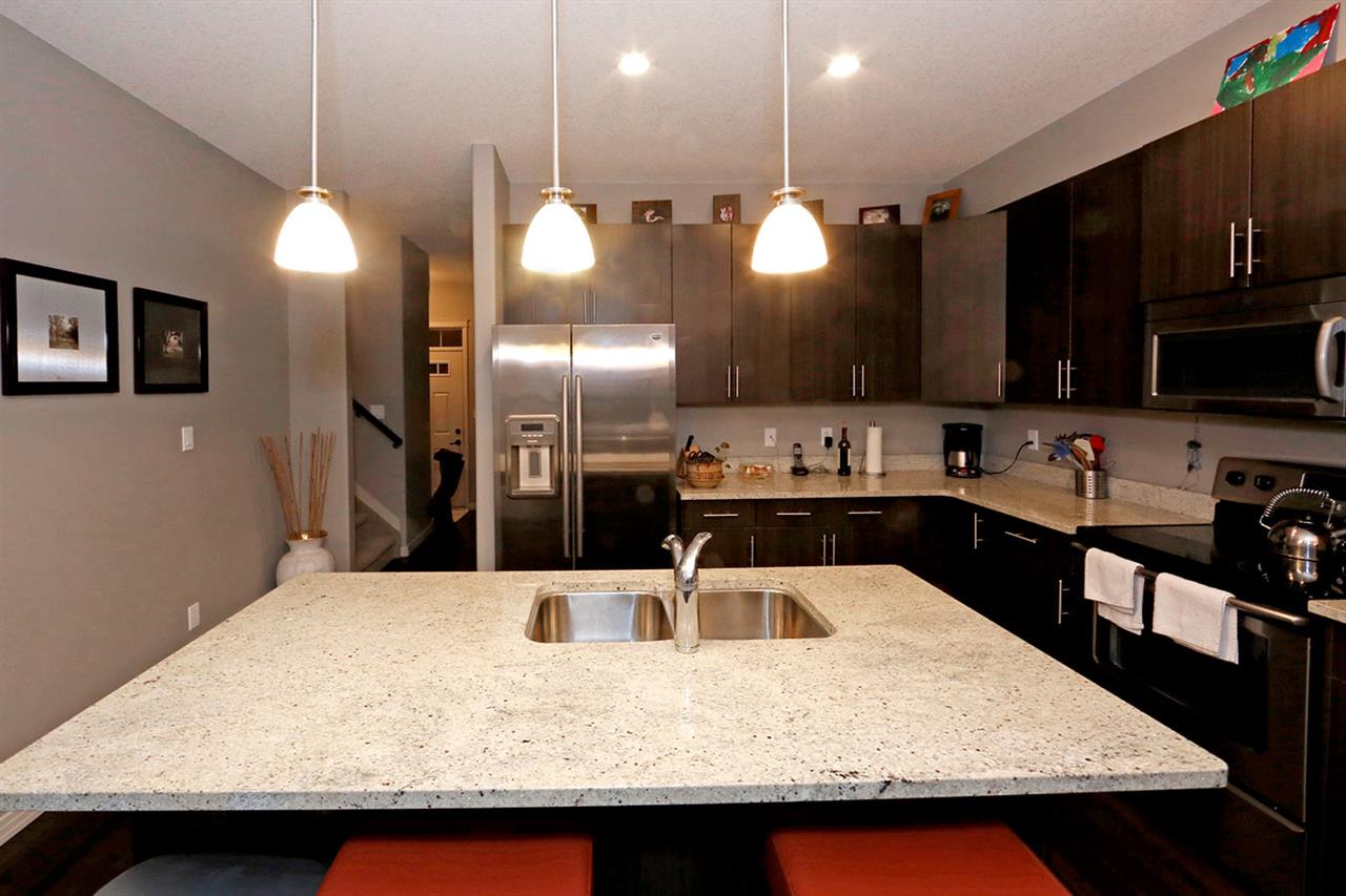 Photo 10:  in Edmonton: Zone 27 Townhouse for sale : MLS(r) # E4073931