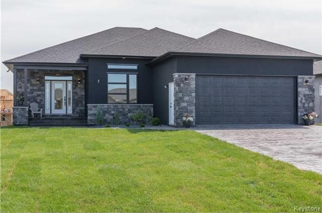 Main Photo: 7 FRANK Street in Oakbank: RM of Springfield Residential for sale (R04)  : MLS® # 1719089
