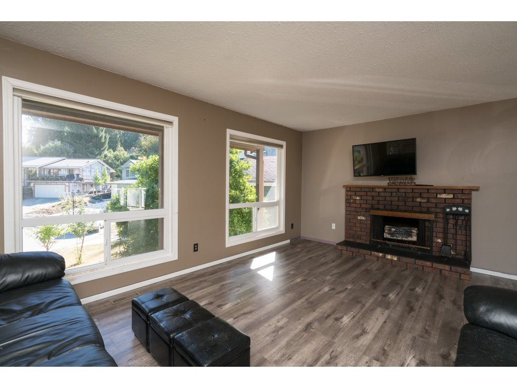 Photo 3: 2223 DURHAM Place in Abbotsford: Abbotsford East House for sale : MLS® # R2204538