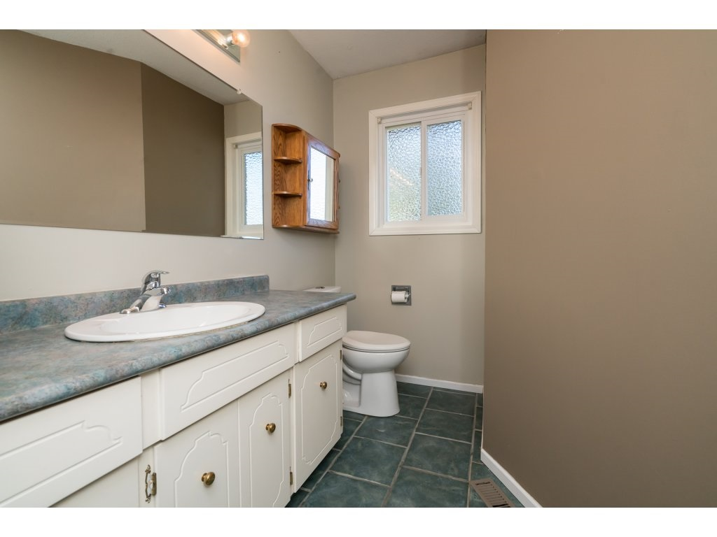 Photo 18: 2223 DURHAM Place in Abbotsford: Abbotsford East House for sale : MLS® # R2204538