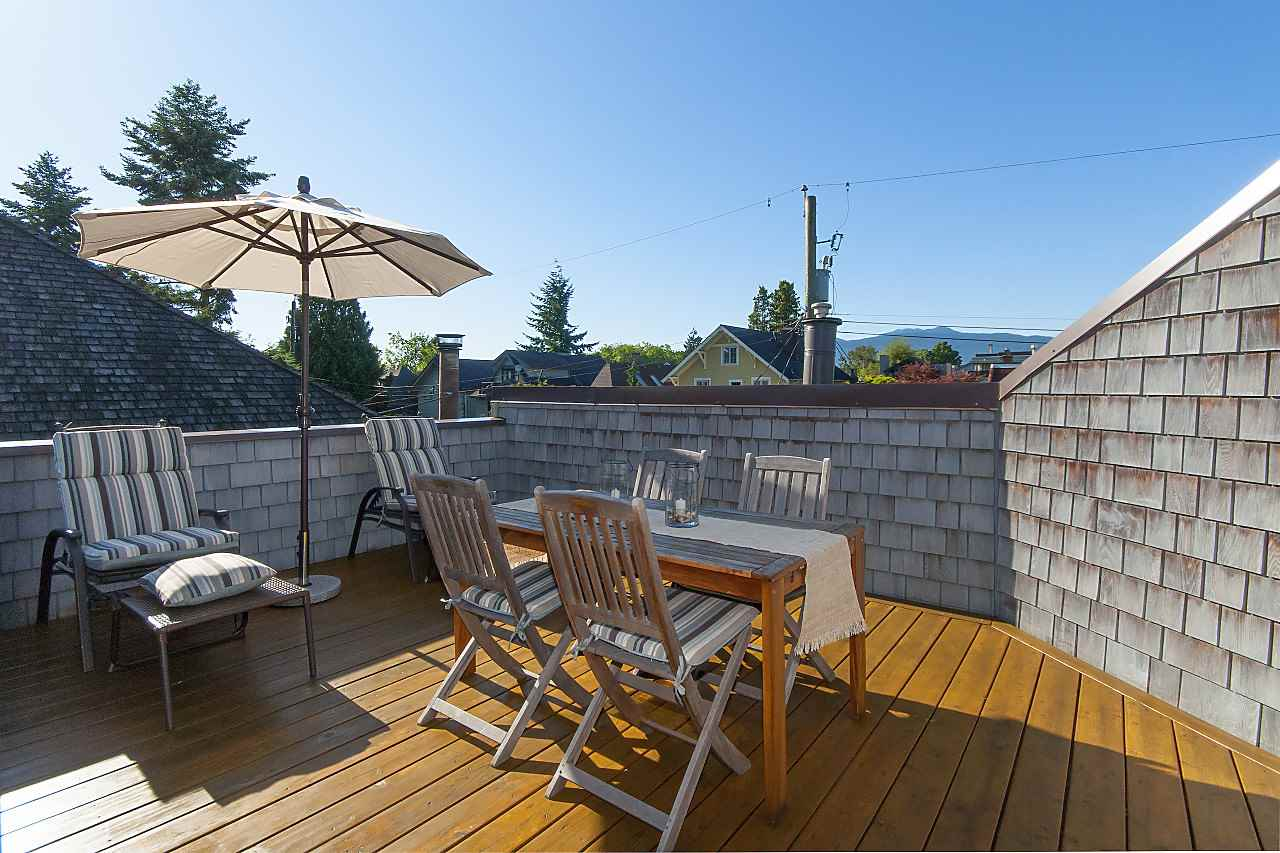 "Main Photo: 1939 CREELMAN Avenue in Vancouver: Kitsilano House 1/2 Duplex for sale in ""KITS POINT"" (Vancouver West)  : MLS®# R2279118"