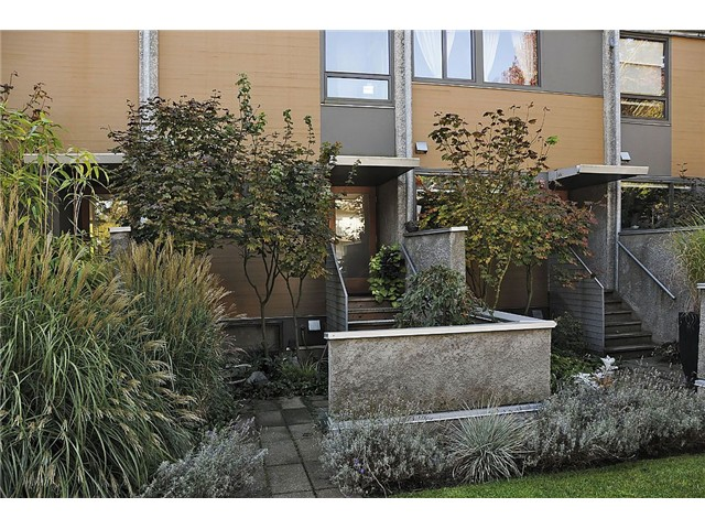 Main Photo: 396 E 15TH Avenue in Vancouver: Mount Pleasant VE Townhouse for sale (Vancouver East)  : MLS® # V1032473