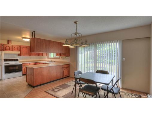 Main Photo: 704 Stancombe Place in VICTORIA: Es Esquimalt Strata Duplex Unit for sale (Esquimalt)  : MLS® # 339153