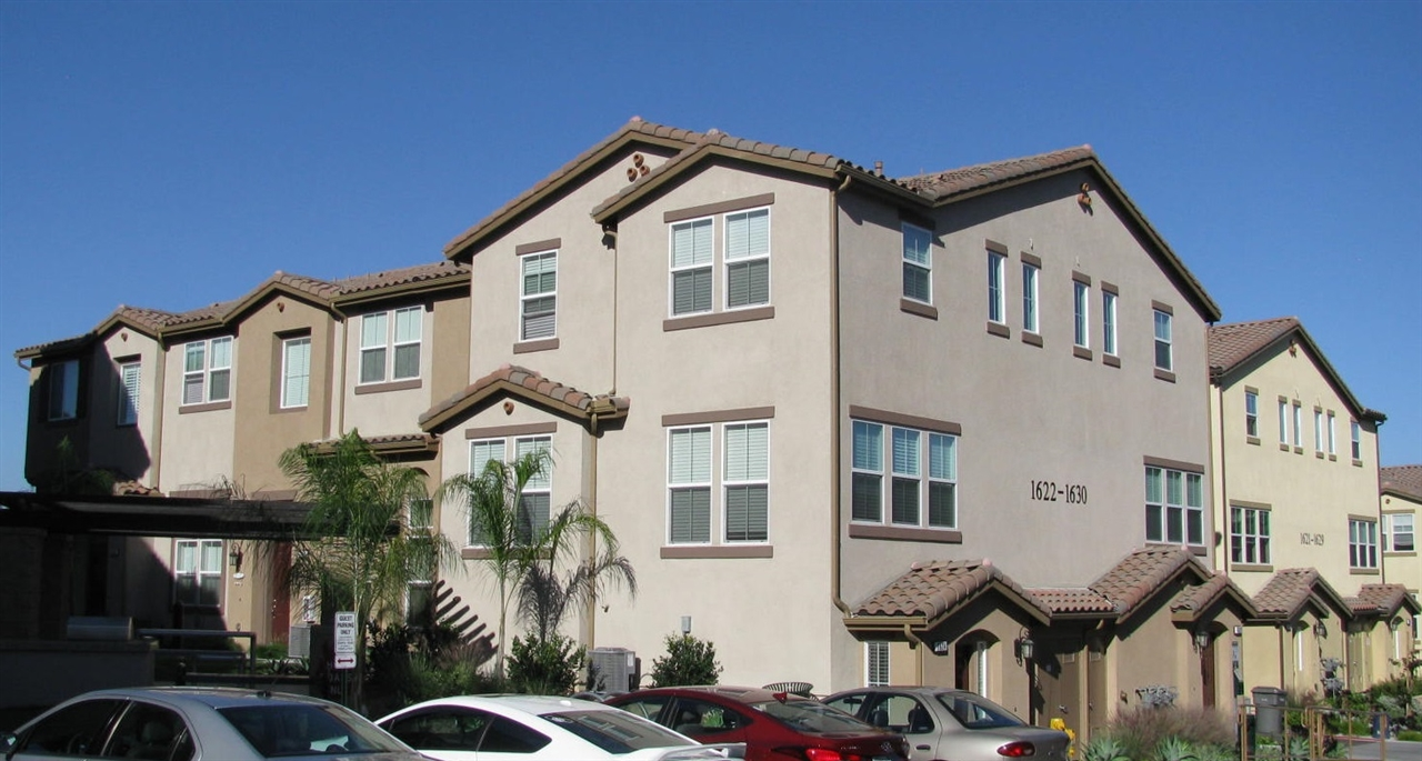 Main Photo: LAKE SAN MARCOS Townhome for sale : 3 bedrooms : 1646 Waterlily Way in San Marcos