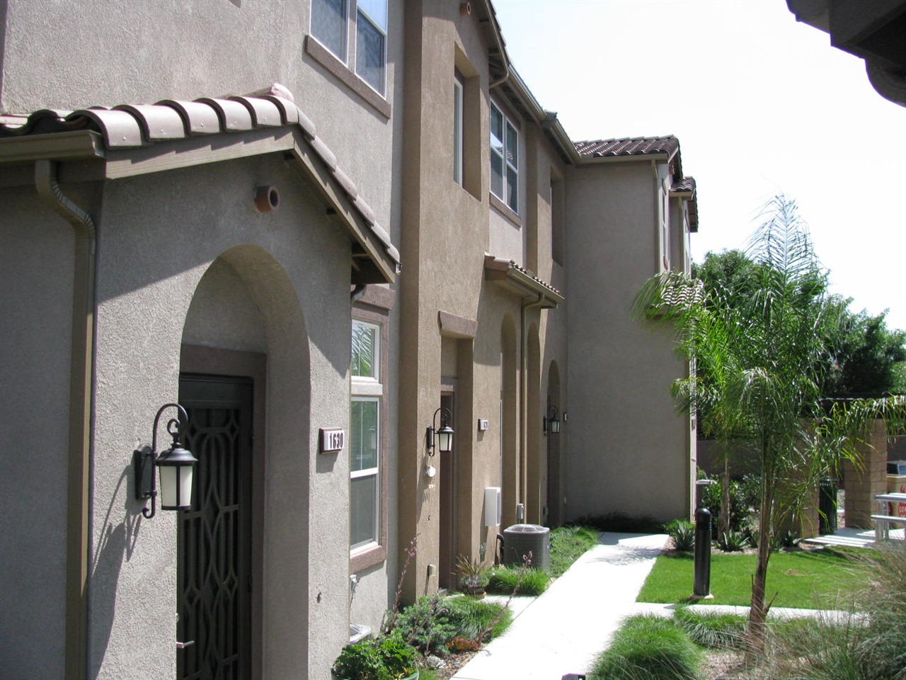Photo 3: LAKE SAN MARCOS Townhome for sale : 3 bedrooms : 1646 Waterlily Way in San Marcos