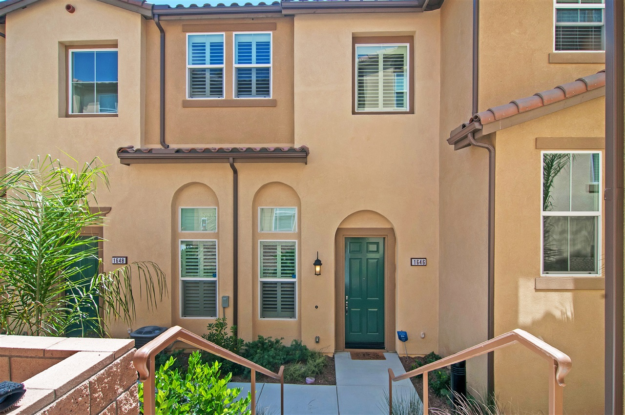 Photo 2: LAKE SAN MARCOS Townhome for sale : 3 bedrooms : 1646 Waterlily Way in San Marcos