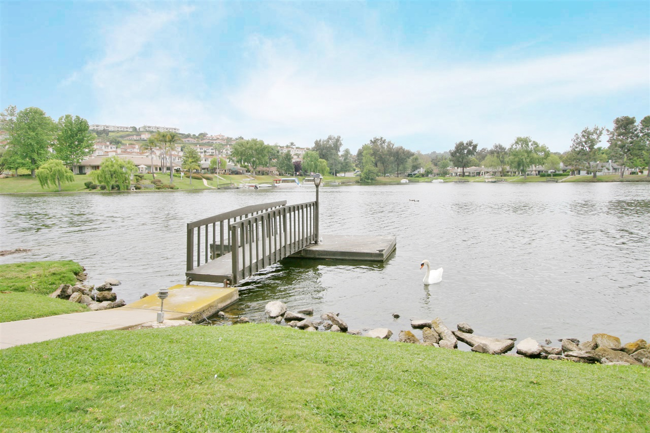 Photo 17: LAKE SAN MARCOS Townhome for sale : 3 bedrooms : 1646 Waterlily Way in San Marcos