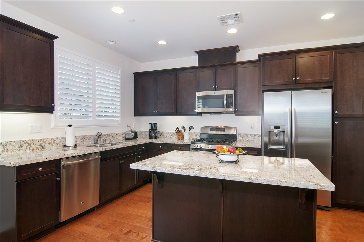 Photo 6: LAKE SAN MARCOS Townhome for sale : 3 bedrooms : 1646 Waterlily Way in San Marcos