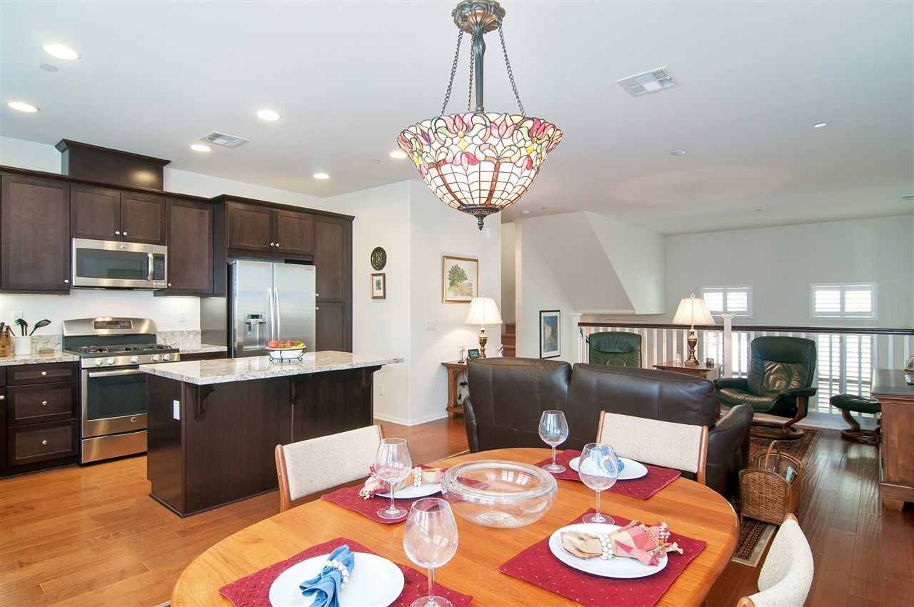 Photo 5: LAKE SAN MARCOS Townhome for sale : 3 bedrooms : 1646 Waterlily Way in San Marcos