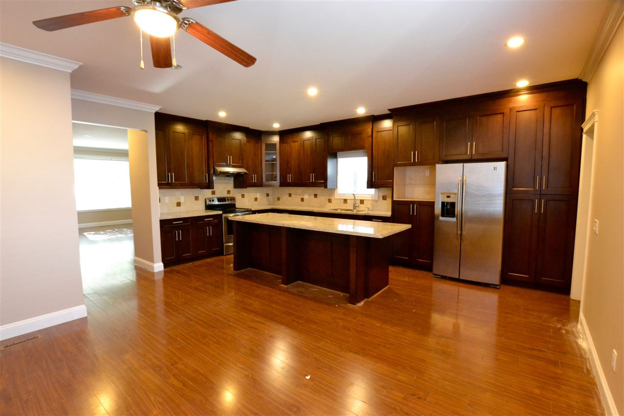 Photo 5: 5922 128 Street in Surrey: Panorama Ridge House for sale : MLS(r) # R2077660