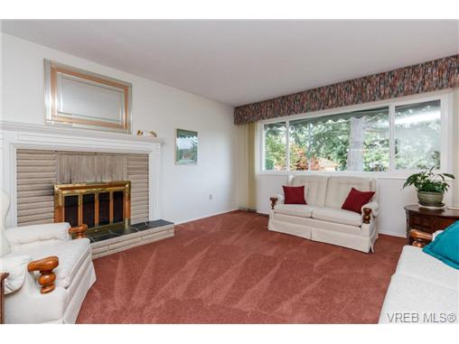 Photo 3: 1596 Longacre Drive in VICTORIA: SE Gordon Head Single Family Detached for sale (Saanich East)  : MLS® # 369876