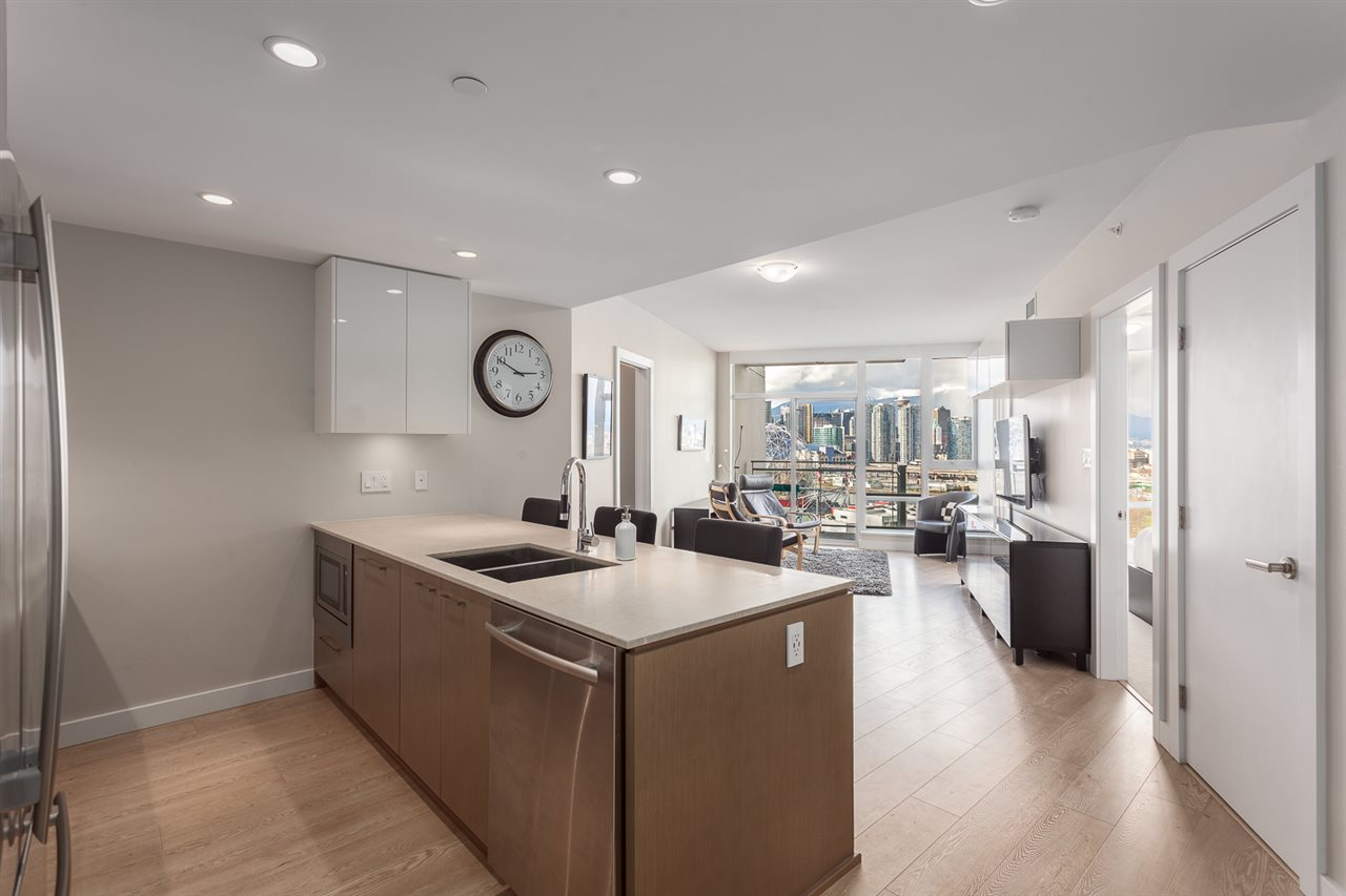 Photo 2: 1706 1618 QUEBEC Street in Vancouver: Mount Pleasant VE Condo for sale (Vancouver East)  : MLS® # R2141441