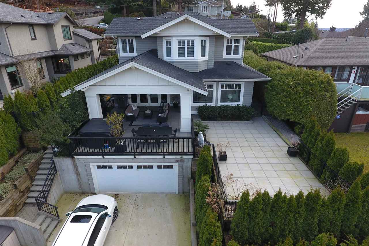"Main Photo: 939 INGLEWOOD Avenue in West Vancouver: Sentinel Hill House for sale in ""Sentinel Hill"" : MLS(r) # R2143743"
