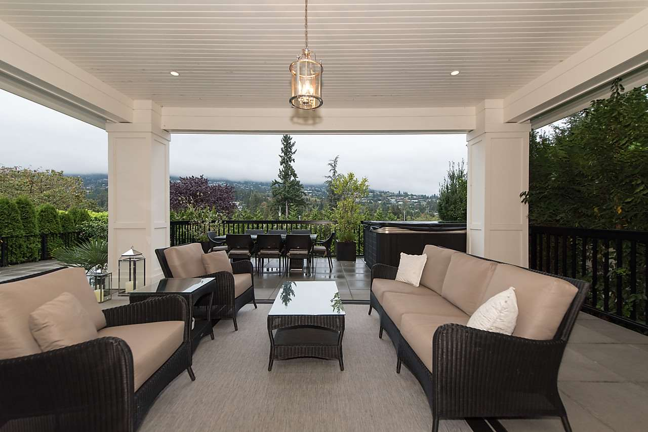 "Photo 11: 939 INGLEWOOD Avenue in West Vancouver: Sentinel Hill House for sale in ""Sentinel Hill"" : MLS(r) # R2143743"