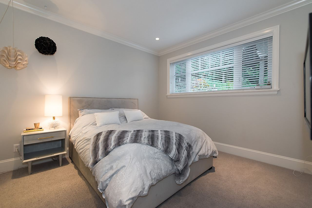 "Photo 17: 939 INGLEWOOD Avenue in West Vancouver: Sentinel Hill House for sale in ""Sentinel Hill"" : MLS(r) # R2143743"