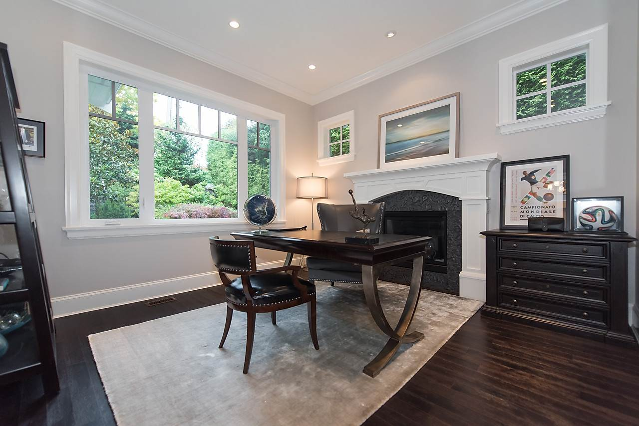 "Photo 13: 939 INGLEWOOD Avenue in West Vancouver: Sentinel Hill House for sale in ""Sentinel Hill"" : MLS(r) # R2143743"