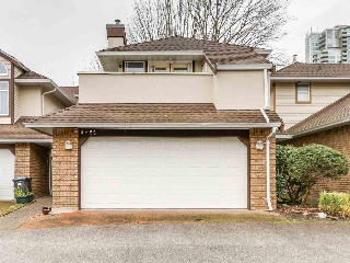 "Main Photo: 8 52 RICHMOND Street in New Westminster: Fraserview NW Townhouse for sale in ""Fraserview Park"" : MLS(r) # R2145630"