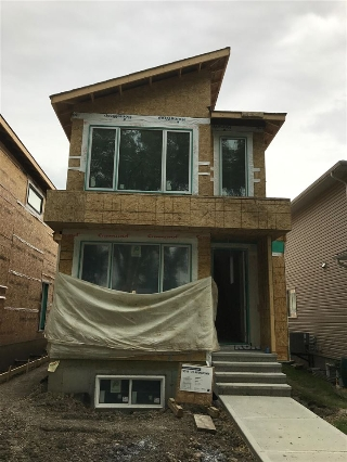 Main Photo: 9518 70 Avenue in Edmonton: Zone 17 House for sale : MLS® # E4057892