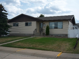 Main Photo: 11027 104 Street: Westlock House for sale : MLS(r) # E4063596