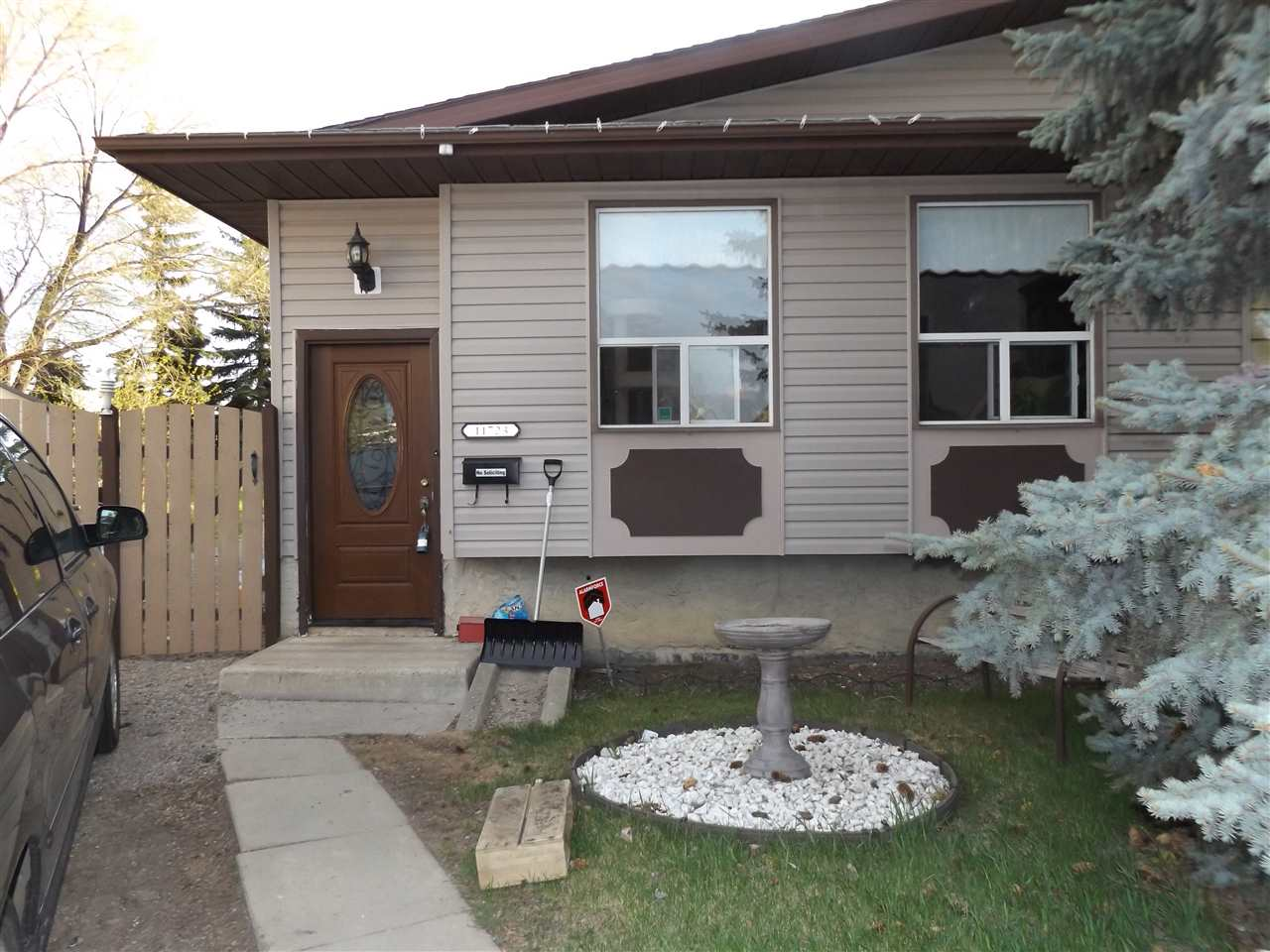 Main Photo: 11723 138 Avenue in Edmonton: Zone 27 House Half Duplex for sale : MLS® # E4064966