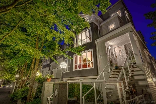 "Main Photo: 21 780 W 15TH Avenue in Vancouver: Fairview VW Townhouse for sale in ""Sixteen Willows"" (Vancouver West)  : MLS(r) # R2190640"