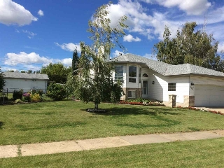 Main Photo: 4810 50 Street S: Bruderheim House for sale : MLS® # E4075230