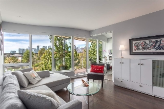 "Main Photo: 306 181 W 1ST Avenue in Vancouver: False Creek Condo for sale in ""BROOK AT THE VILLAGE"" (Vancouver West)  : MLS® # R2205978"