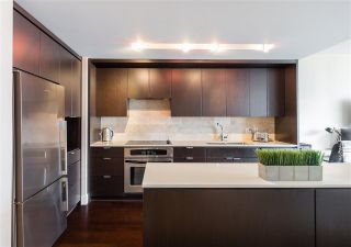 "Main Photo: 803 158 W 13TH Street in North Vancouver: Central Lonsdale Condo for sale in ""Vista Place"" : MLS®# R2253621"