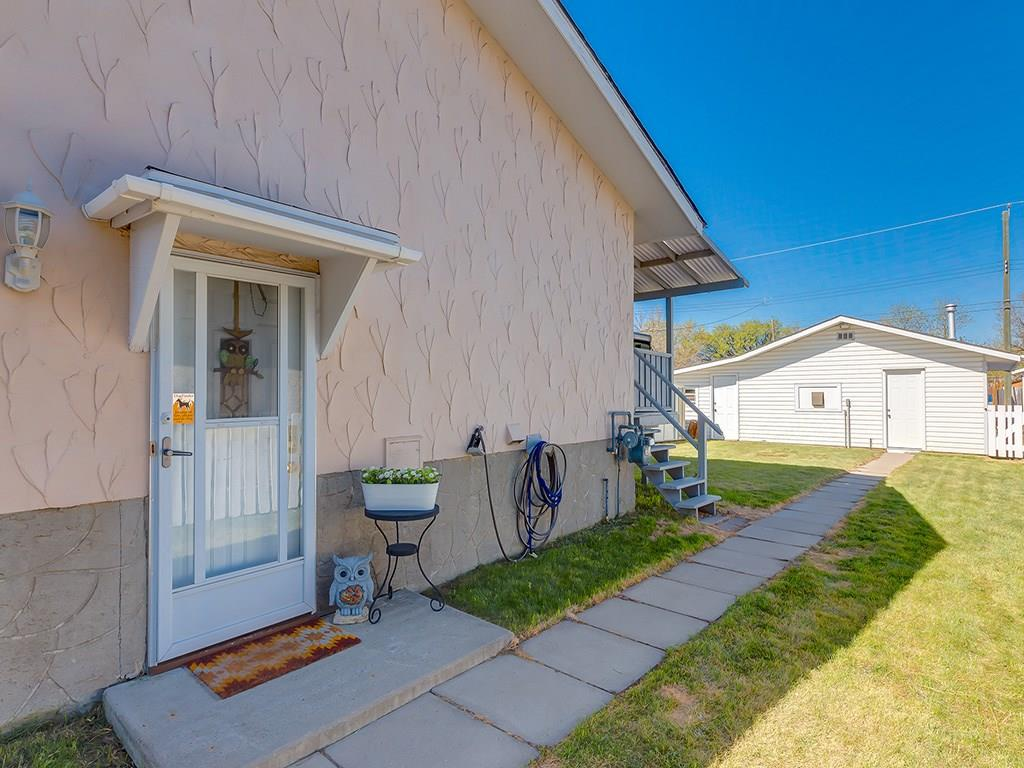 Main Photo: 6131 BEAVER DAM Way NE in Calgary: Thorncliffe House for sale : MLS®# C4184373