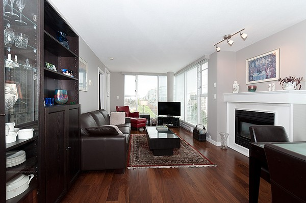 Main Photo: 805 1633 W 8th Avenue in Vancouver: Fairview VW Condo for sale (Vancouver West)  : MLS(r) # v972144