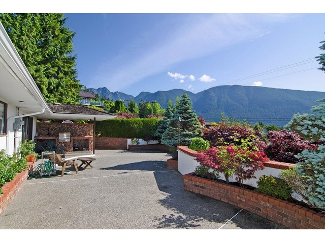 Photo 19: 91 BONNYMUIR Drive in West Vancouver: Glenmore House for sale : MLS(r) # V1127395