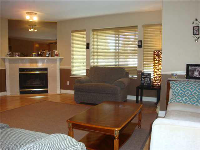 "Photo 4: 26 21491 DEWDNEY TRUNK Road in Maple Ridge: West Central Townhouse for sale in ""DEWDNEY WEST"" : MLS(r) # V1138395"