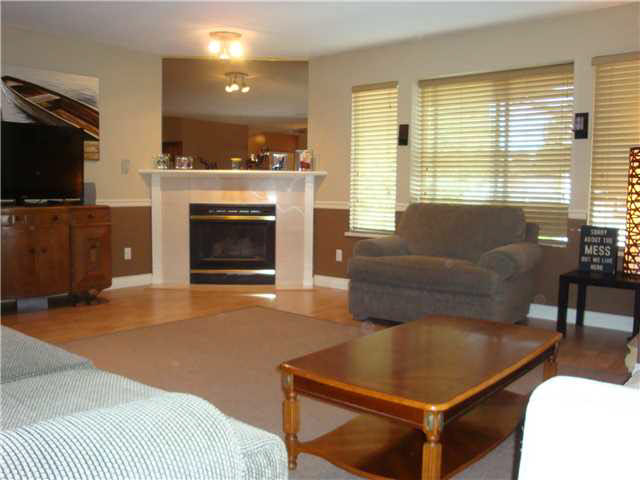 "Photo 2: 26 21491 DEWDNEY TRUNK Road in Maple Ridge: West Central Townhouse for sale in ""DEWDNEY WEST"" : MLS(r) # V1138395"