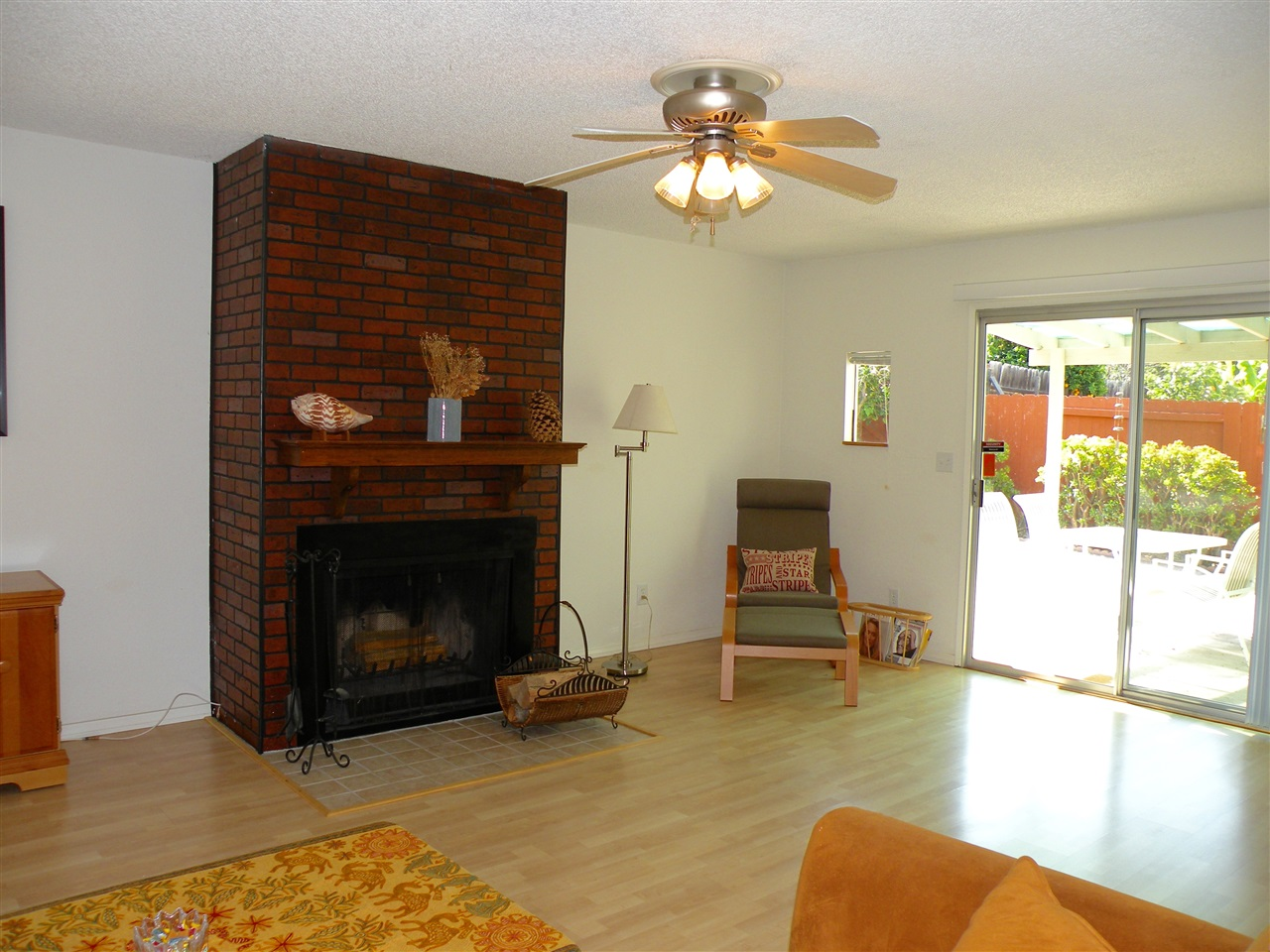 Photo 5: MIRA MESA House for sale : 3 bedrooms : 10745 Fenwick Rd in San Diego