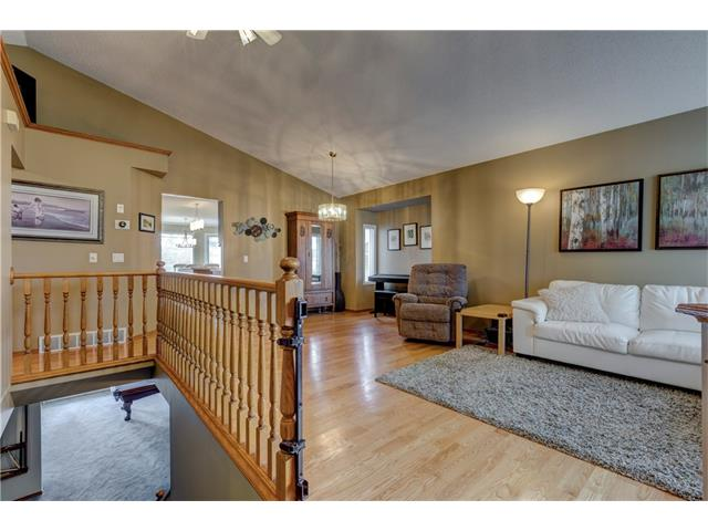 Photo 2: 216 CITADEL HILLS Place NW in Calgary: Citadel House for sale : MLS® # C4072554