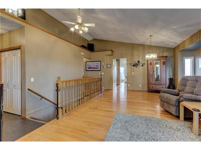 Photo 3: 216 CITADEL HILLS Place NW in Calgary: Citadel House for sale : MLS® # C4072554