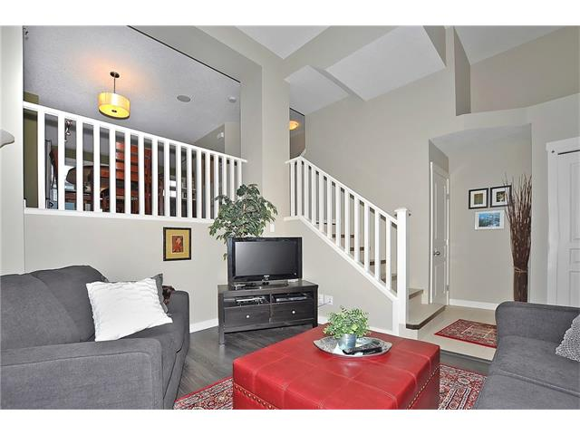 Photo 3: 804 MCKENZIE TOWNE Common SE in Calgary: McKenzie Towne House for sale : MLS(r) # C4084559
