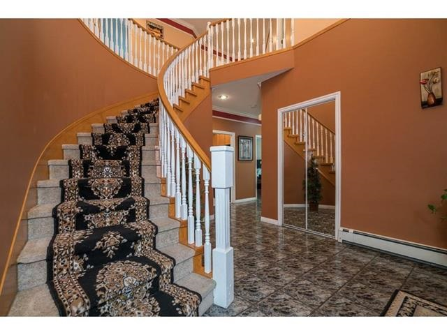 Photo 3: 3537 SUMMIT Drive in Abbotsford: Abbotsford West House for sale : MLS(r) # R2140843