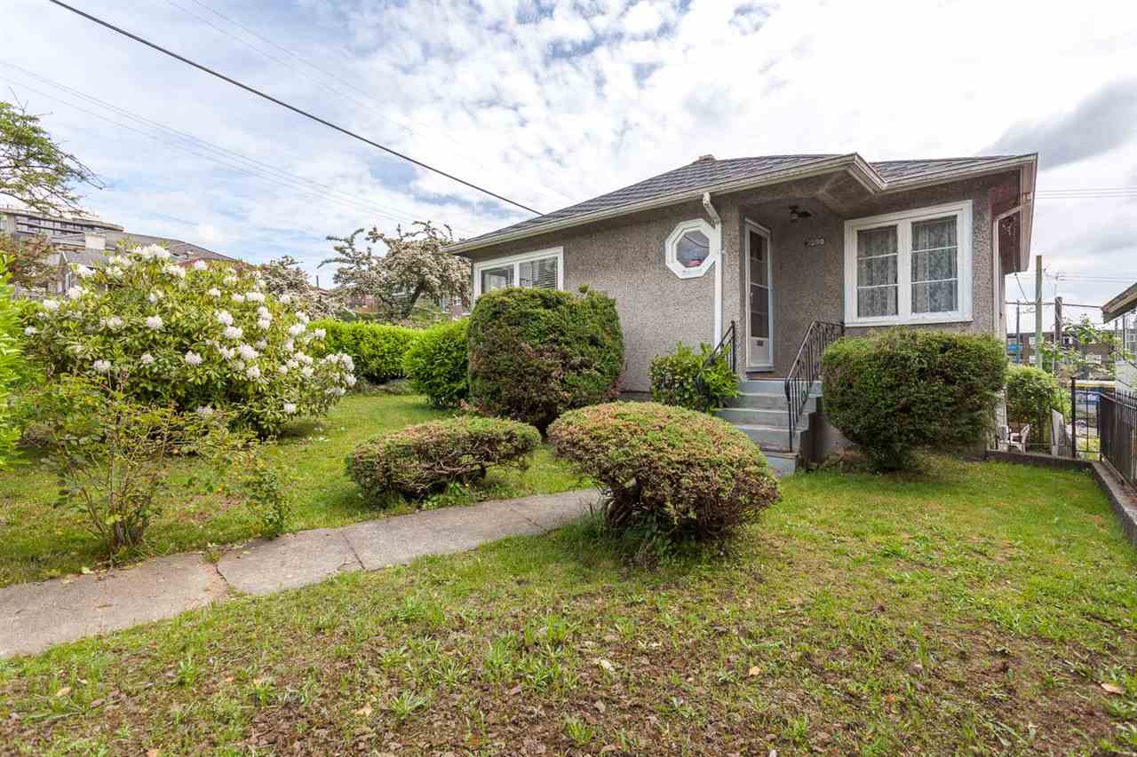 "Main Photo: 3598 FRANKLIN Street in Vancouver: Hastings East House for sale in ""HASTINGS-SUNRISE"" (Vancouver East)  : MLS® # R2173712"
