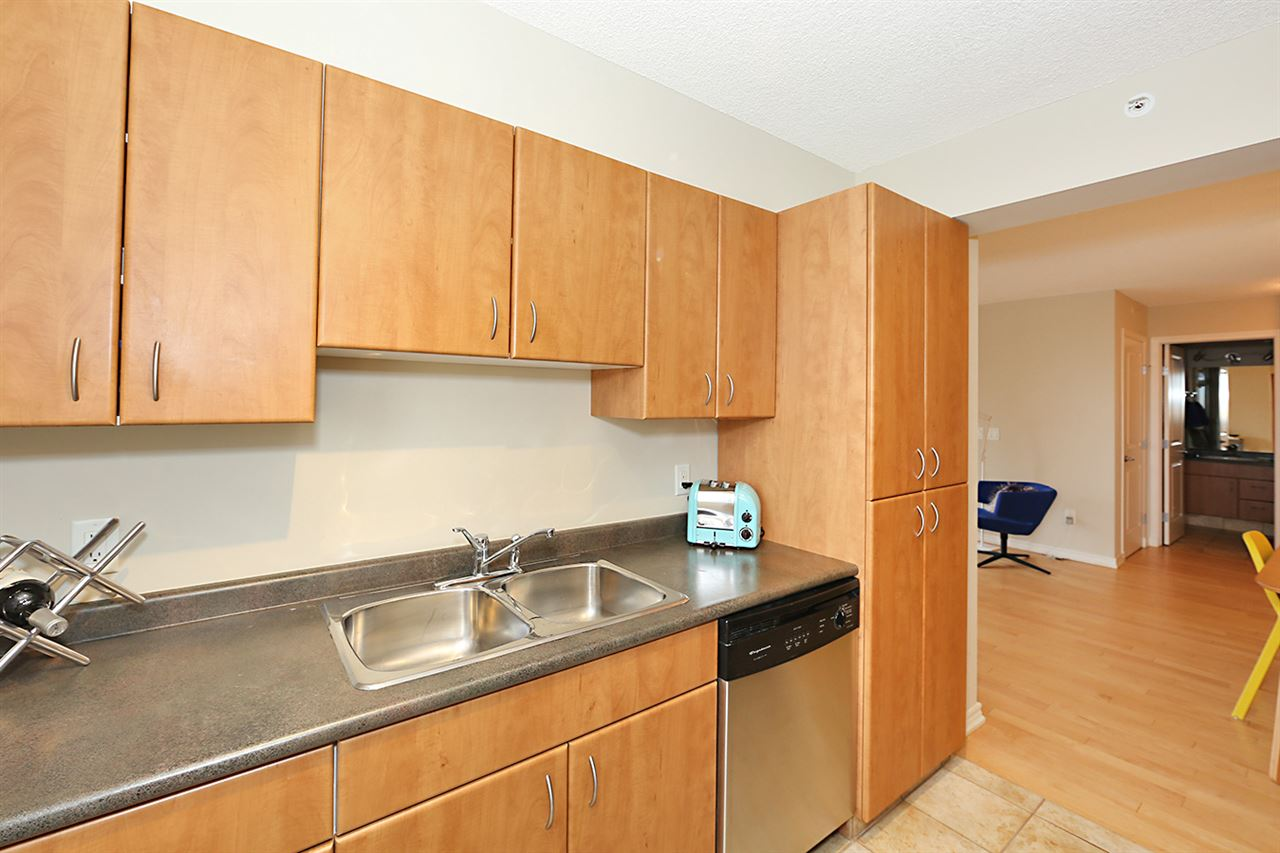 Photo 18: 402 10303 105 Street in Edmonton: Zone 12 Condo for sale : MLS® # E4069753