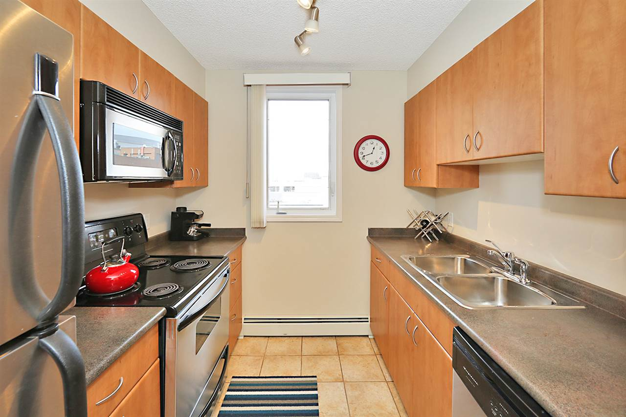 Photo 16: 402 10303 105 Street in Edmonton: Zone 12 Condo for sale : MLS® # E4069753